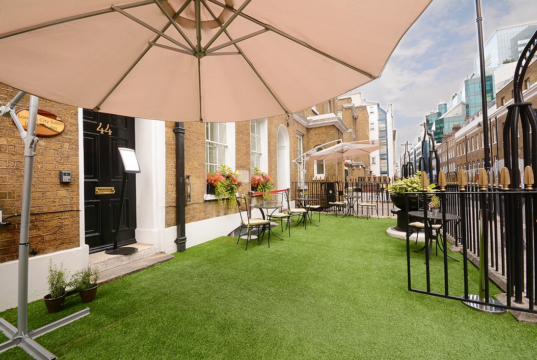 london_city_suites_by_montcalm_exterior_04